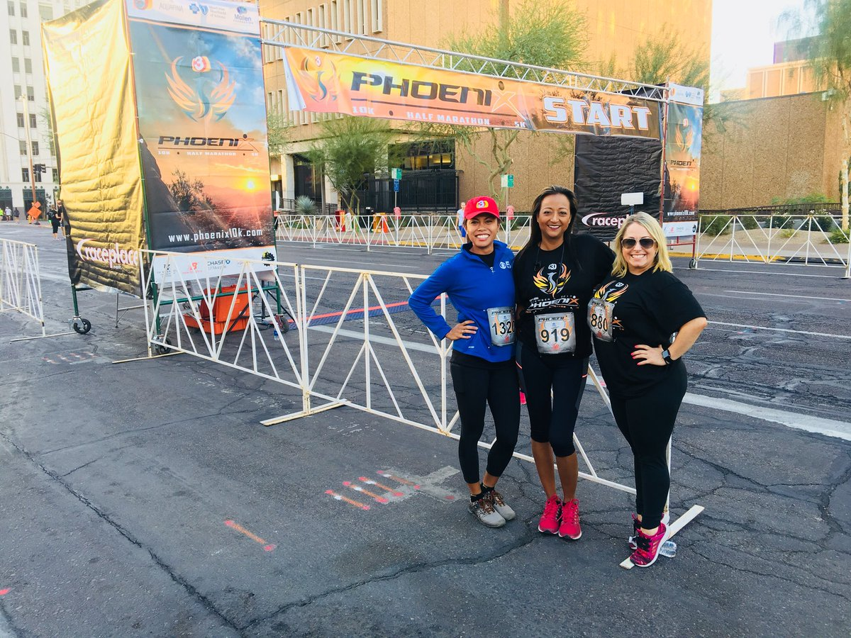 Getting ready for the 3TV @PHX10K with these fabulous ladies @MariaHechanova @mirby1974