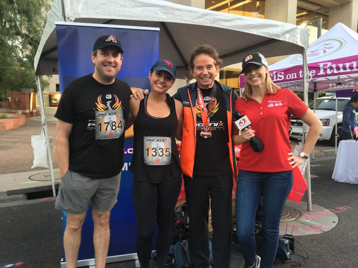 Weather squad goals with Dr. Art at the #phoenix10k !#azfamily