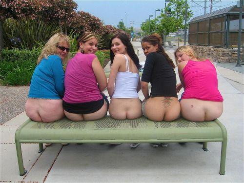 girls-mooning-tgp