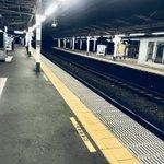 おはようございます!早朝4時43分の阿佐ヶ谷駅。今日は荻窪の朝起き会からスタート。ホームの自動販売機…