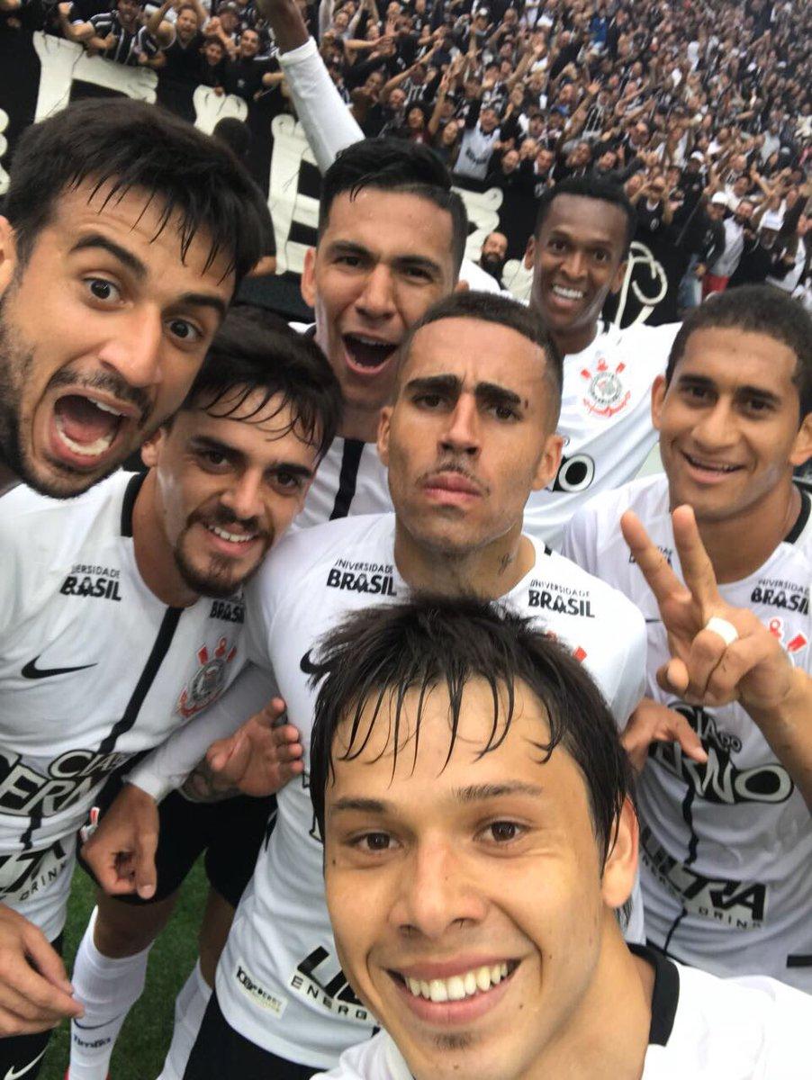 A selfie pós-gol que você mais respeita!  #NuncaFoiFácil #DerbyCentenário #VaiCorinthians