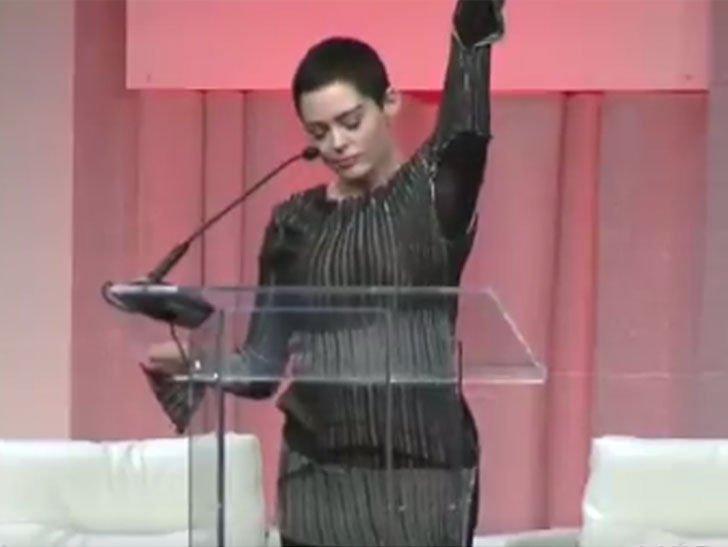 #Rose McGowan's First #Public #Speech Since #Harvey #Weinstein #SCANDAL  LINK:  http:// topklik.ml/2017/11/06/ros e-mcgowans-first-public-speech-since-harvey-weinstein-scandal/  …  #McGowans #Celebritiespic.twitter.com/jJtNaxmQbT