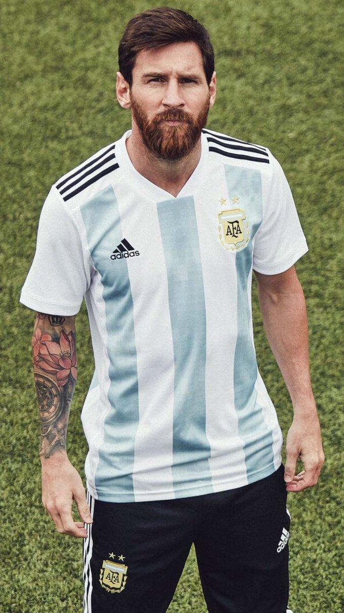 Le nouveau maillot de l'Argentine que portera @Locampos15 lors de la coupe du monde 2018 en Russie   #TeamOM #Ocampos pic.twitter.com/roLirFPxY8