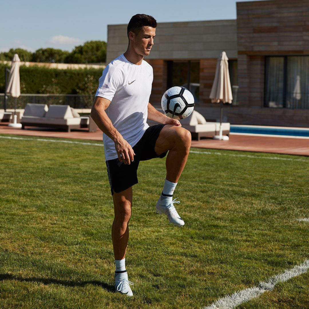 💎👌⚽   Chapter 5: available on https://t.co/3dYSJ5Yb4C   #mercurial #CR7 @nikefootball https://t.co/mrQYBzOQvB
