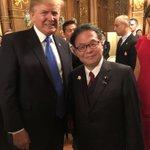 安倍総理主催のトランプ大統領の歓迎晩餐会。参会者が席を立って交流し、晩餐会らしからぬ打ち解けた雰囲気…