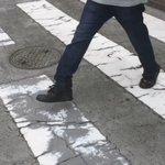 【小学校のころなぜかやっていたこと】横断歩道の白い部分だけ踏む pic.twitter.com/HJ…
