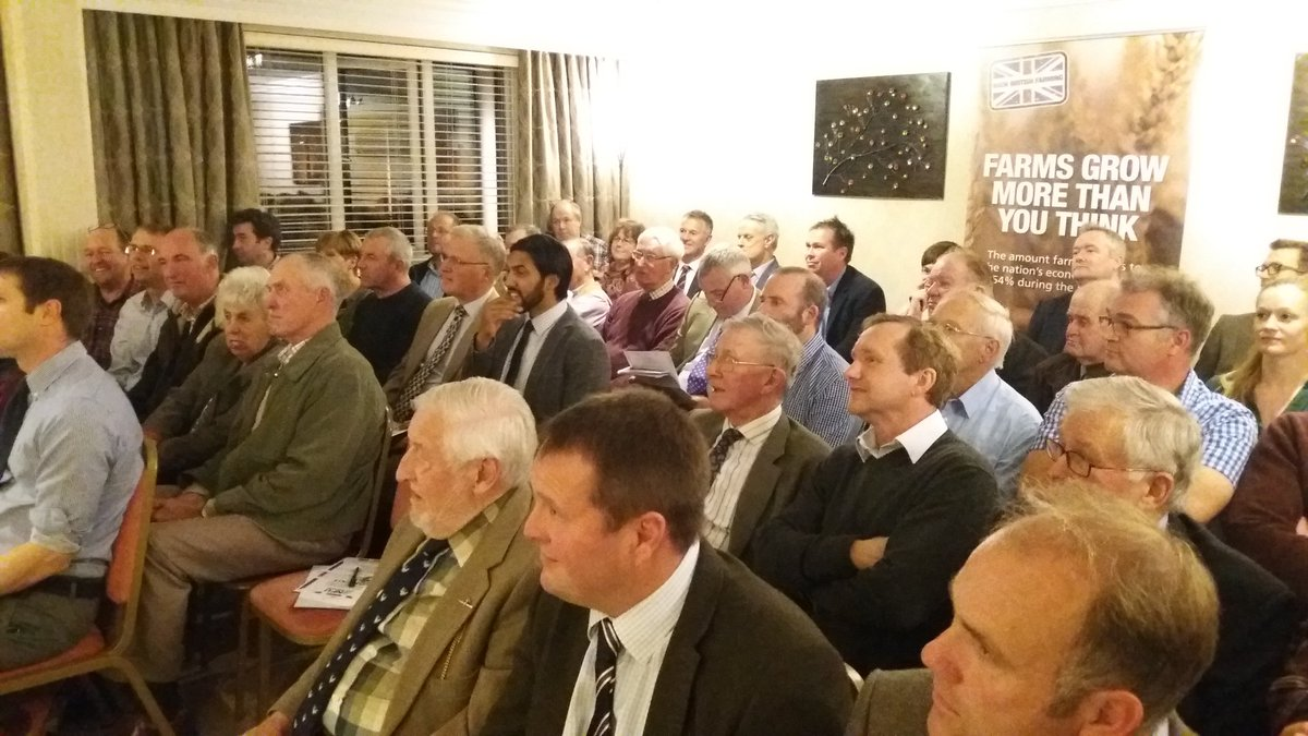 Packed room thonight in Holland, Lincs, where #NFU President Meurig Raymond is updating members on #Brexit.  https://t.co/Hz3faFC32M https://t.co/ALSNRjoMvi