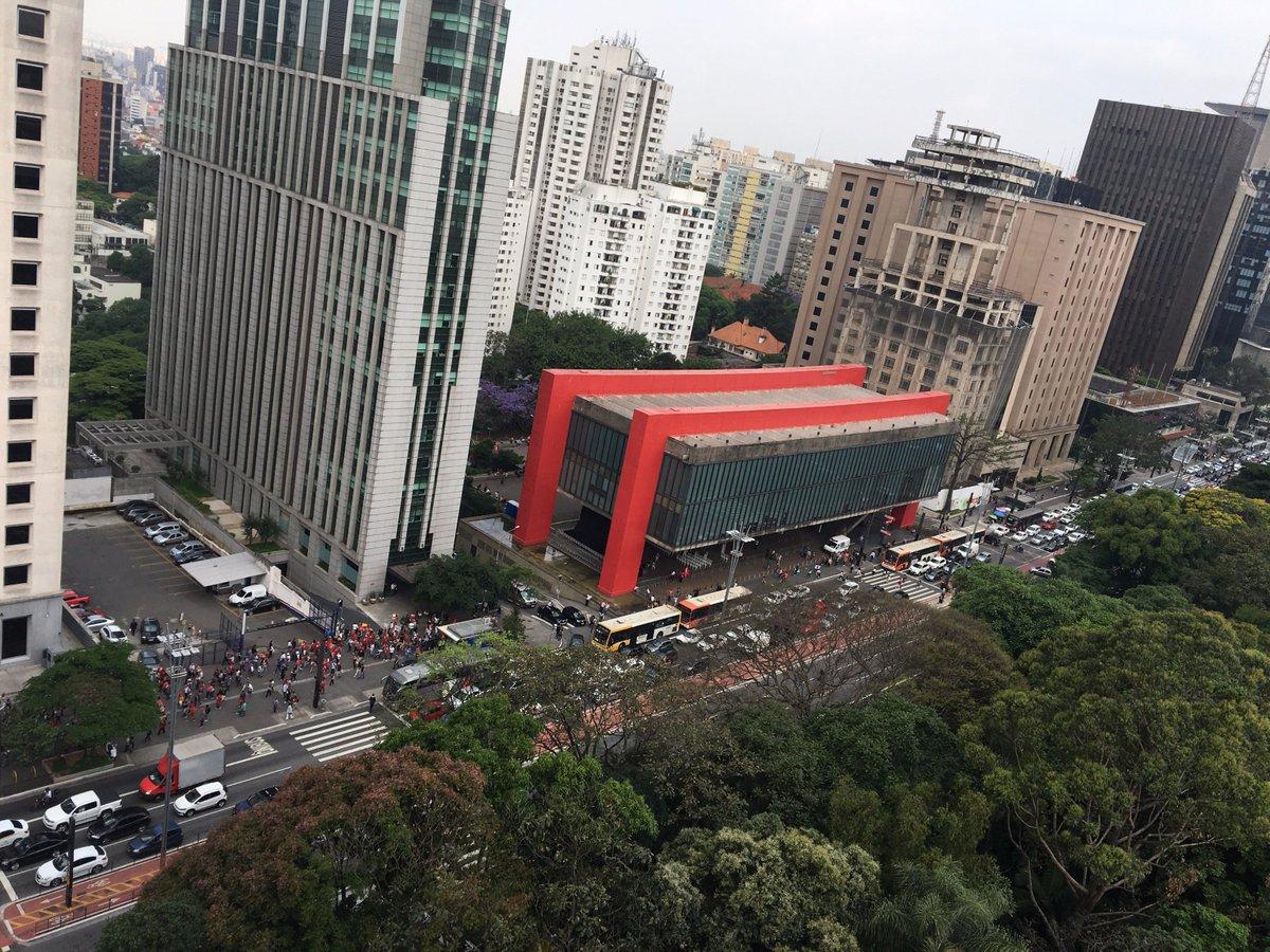 As pessoas na manifestação na Avenida Paulista agora estão gritando 'Fora Temer' #ForaTemer #SaoPaulo #Temer