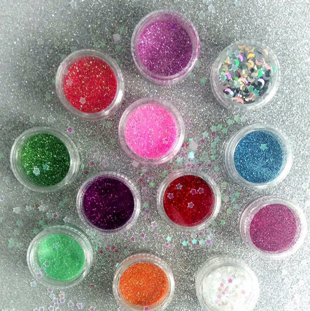 Glitter galore at the front door of #theexchange! Check out Mirror Me&#39;s #festivalready products! #theyards #glitter #festival #summer<br>http://pic.twitter.com/qjpHFxnahI