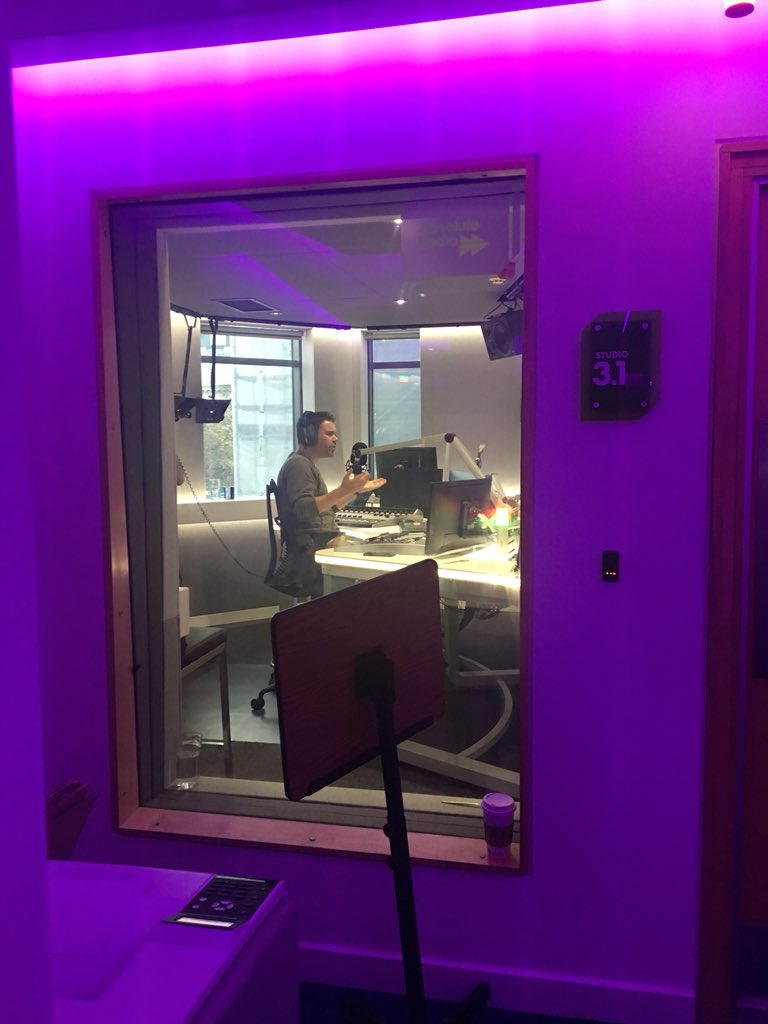 What a lovely view from the office @daveberry_tweet doing his thing on @absoluteradio all glowing in a purple haze https://t.co/dpNGwL7rIy