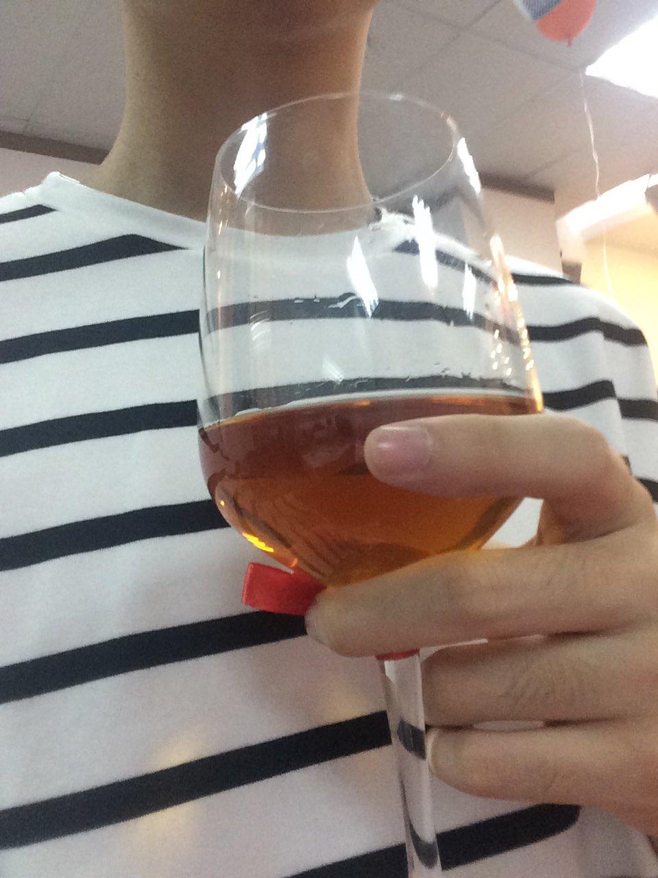 пьет сперму бокалами - 1