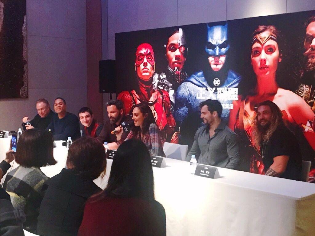 Justice League part 1 de Zack Snyder ( 2017) Finalement ça va se faire ! (avec Josh Whedon aussi!) - Page 39 DNDIqXCVwAAZsO-