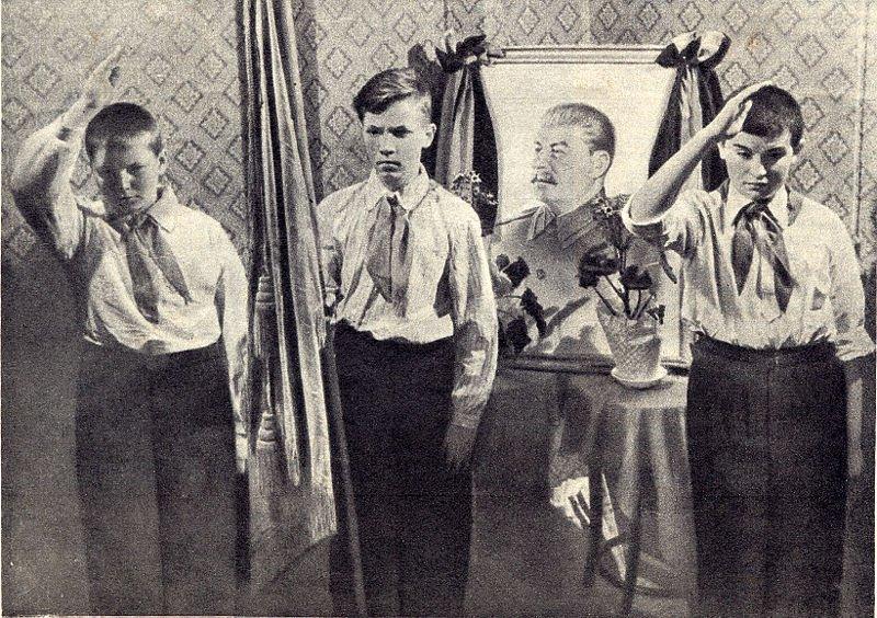 При Сталине обучение было платным, между прочим