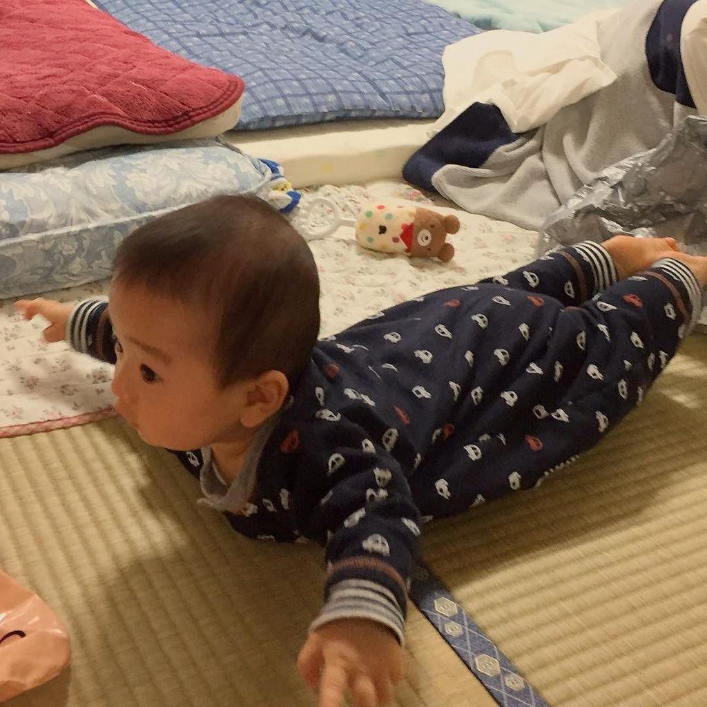 飛行機 ポーズ 赤ちゃん