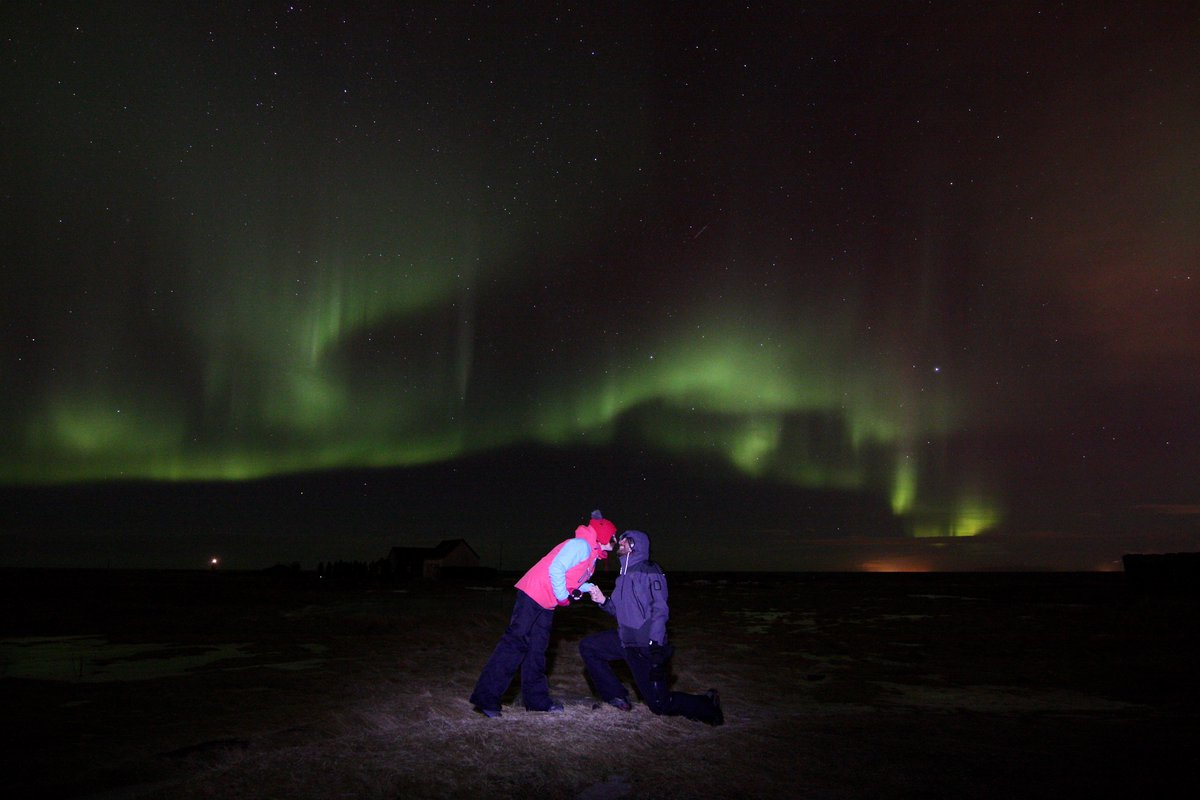 Because she can't say no under Aurora! #northernlights #proposal #iceland https://t.co/I8gNsifCdU https://t.co/nhCOjNLUsW