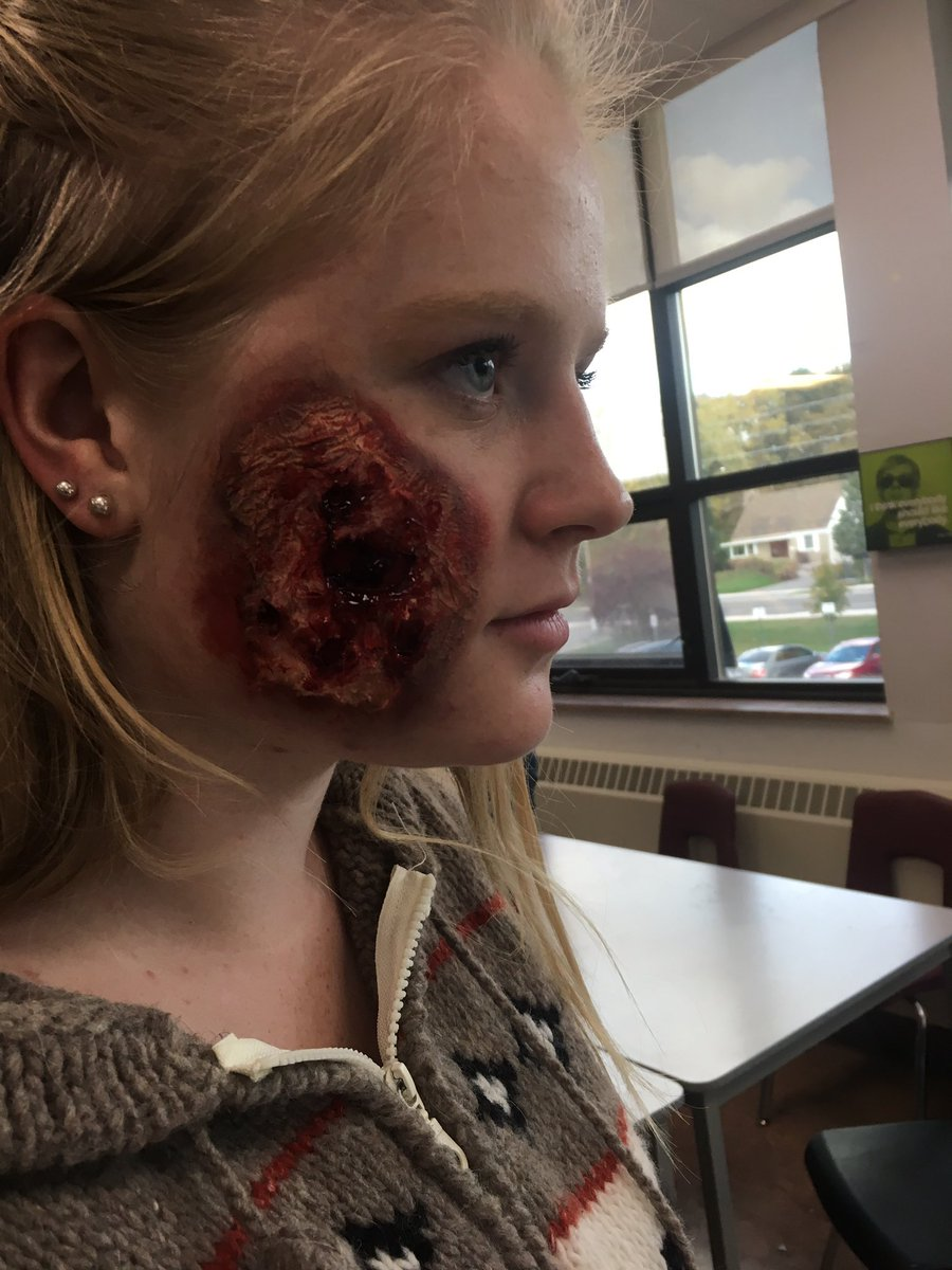 SHSM workshop today with SFX makeup. Used Elmers glue and toilet paper instead of latex!pic.twitter.com/fZmPdGmjoh
