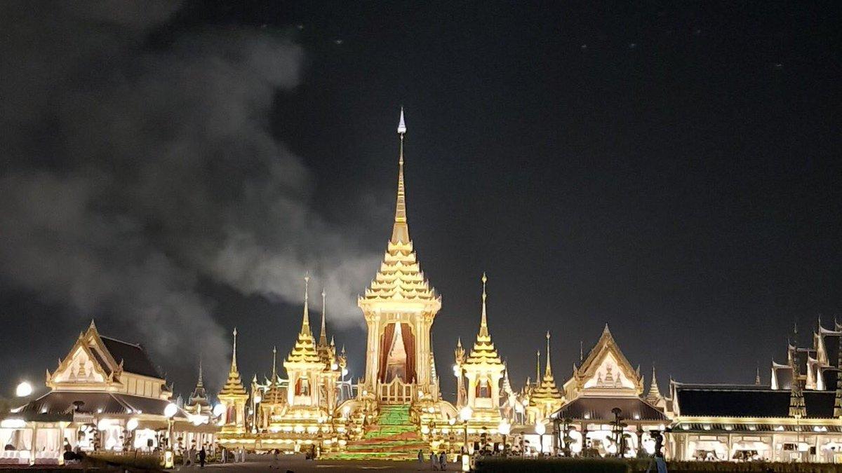The time has come for HM King Bhumibol to return to heaven #คิดถึงพ่อ #KingBhumibol #KingRama9 #Thailand https://t.co/2oojbAalrc