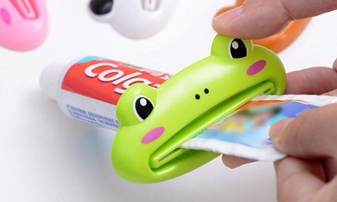 Haal heel eenvoudig het laatste restje tandpasta uit de tube met deze vrolijke kikker! 🐸 https://t.co/vKTPyBOHkY https://t.co/tyqlDy5FTR