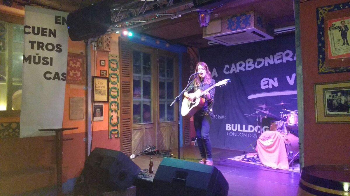 Primer concierto de #EncuentrosArteJoven2017 con Chica Sobresalto y Mi Primo el Chicharachero en La Carbonera. ¡A gusto!!