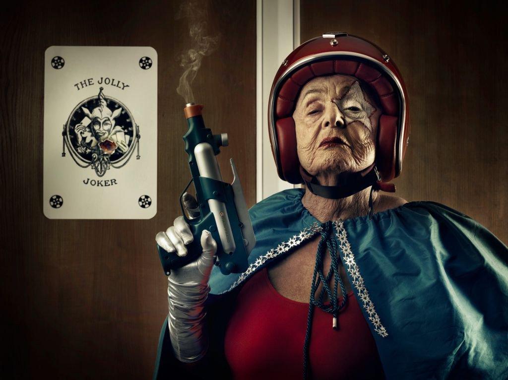 Прикольная картинка супер бабушка