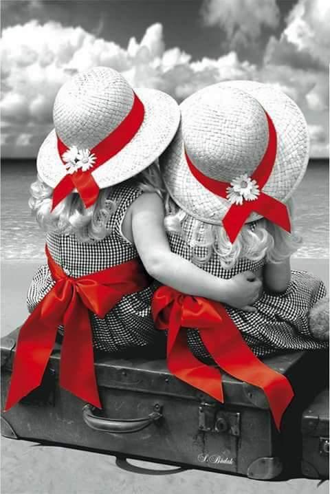 Kıymet bilmek;  Kaybedince arkasından ağlamak değil,  Yanındayken sımsıkı sarılmaktır sevdiklerine...💟  ~ Mevlana ~