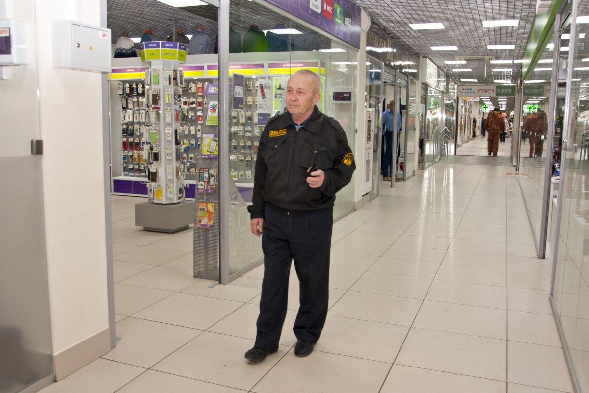 Картинка охранник в супермаркете