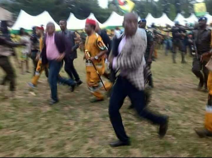 Governor Willie Obiano and his team were on Thursday seen running unashamedly after they were chased away from campaign ground in Orumba.