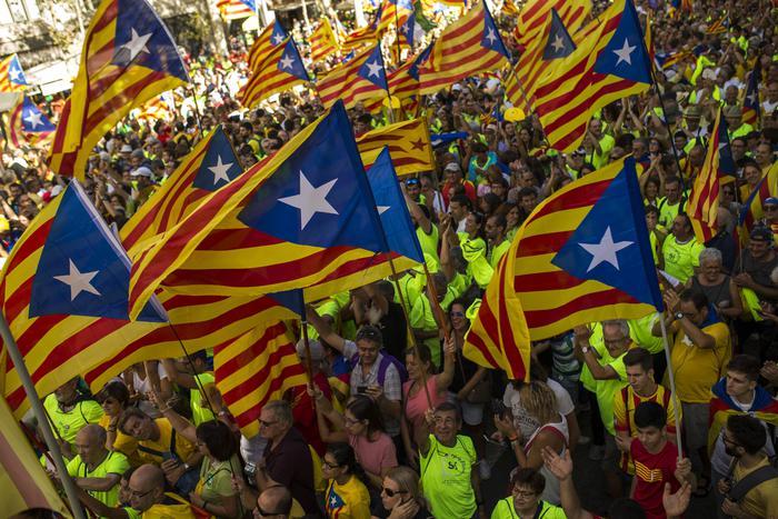 #Catalogna  Parlamento approva indipendenza con  72 sí 10 no e 2 schede bianche