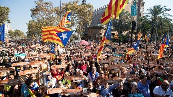 Cataluña declaró su Independencia y se constituyó como República https://t.co/OjHttMoAH0
