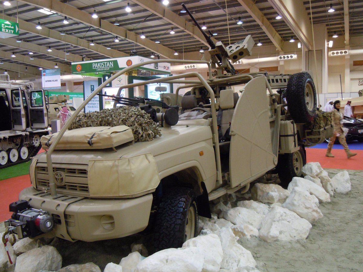 THEEB سيارة دورية طويلة المدى للقوات الخاصة في البحرين DNJqPaVXkAEmzVl