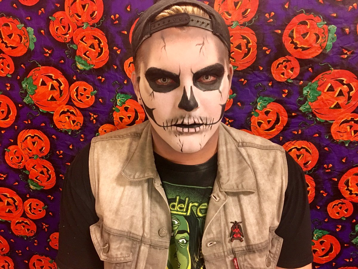 Salem state on twitter still need a costume theatre student theatre student charlie kellogg has you covered with his scarily easy skull makeup tutorial httpstojxayfxbsw httpstsshcfkdspv baditri Image collections