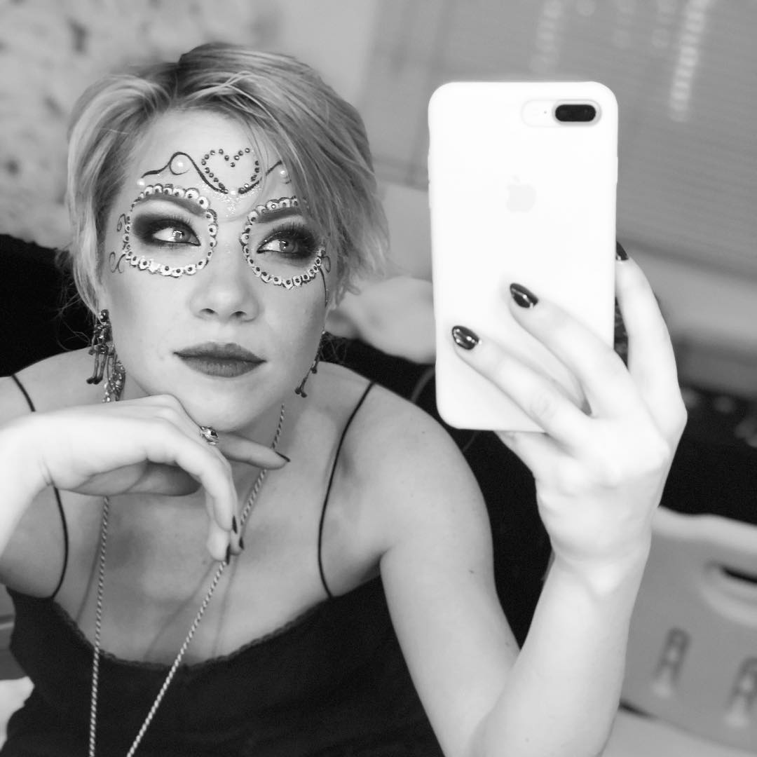 Wild make up that actually survived the show! We danced in some ������ heat tonight! #Dubai https://t.co/VaikIil65V