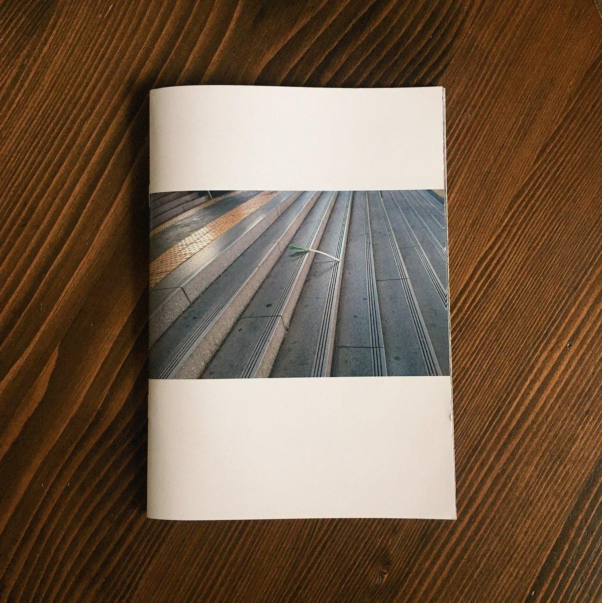 ネギが道に落ちてる画像を集めたフリーペーパー、完成しました✨とても素敵な一冊になったと思います。写真を提供していただいた方、興味を持って頂いた方々、ありがとうございます。