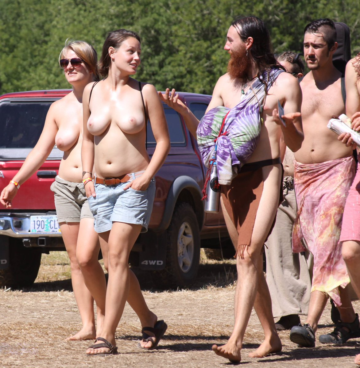 Oregon country fair naked mile