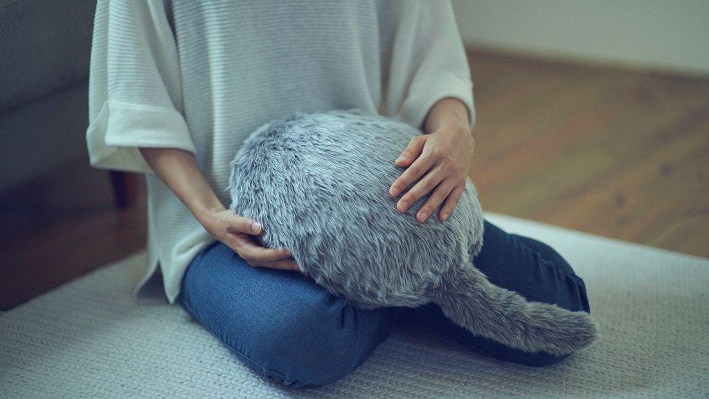 互动猫尾巴抱枕,尾巴还有不同表情哦 // Qoobo : An interactive tailed cushion https://t.co/MuPxpZrb1r https://t.co/d9u5fwhuS4 1