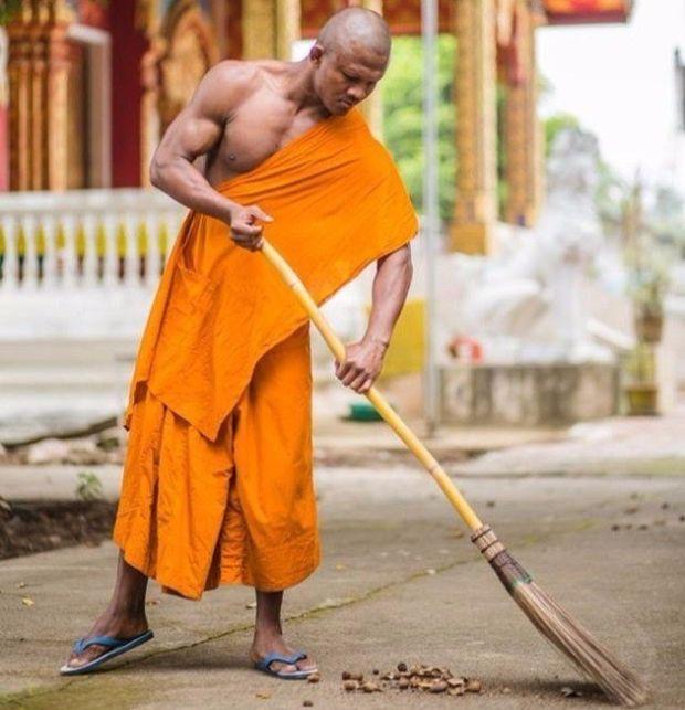 ブアカーオが出家して僧侶になったらしいが現役の頃より強そうな雰囲気出すのは反則