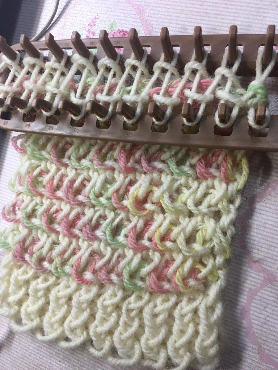 test ツイッターメディア - また編み出した??今度は二種類の毛糸を使って、ちょっと変わった編み方で^_^  #セリア  #マフラーニットメーカー https://t.co/fbCbIxUMaB