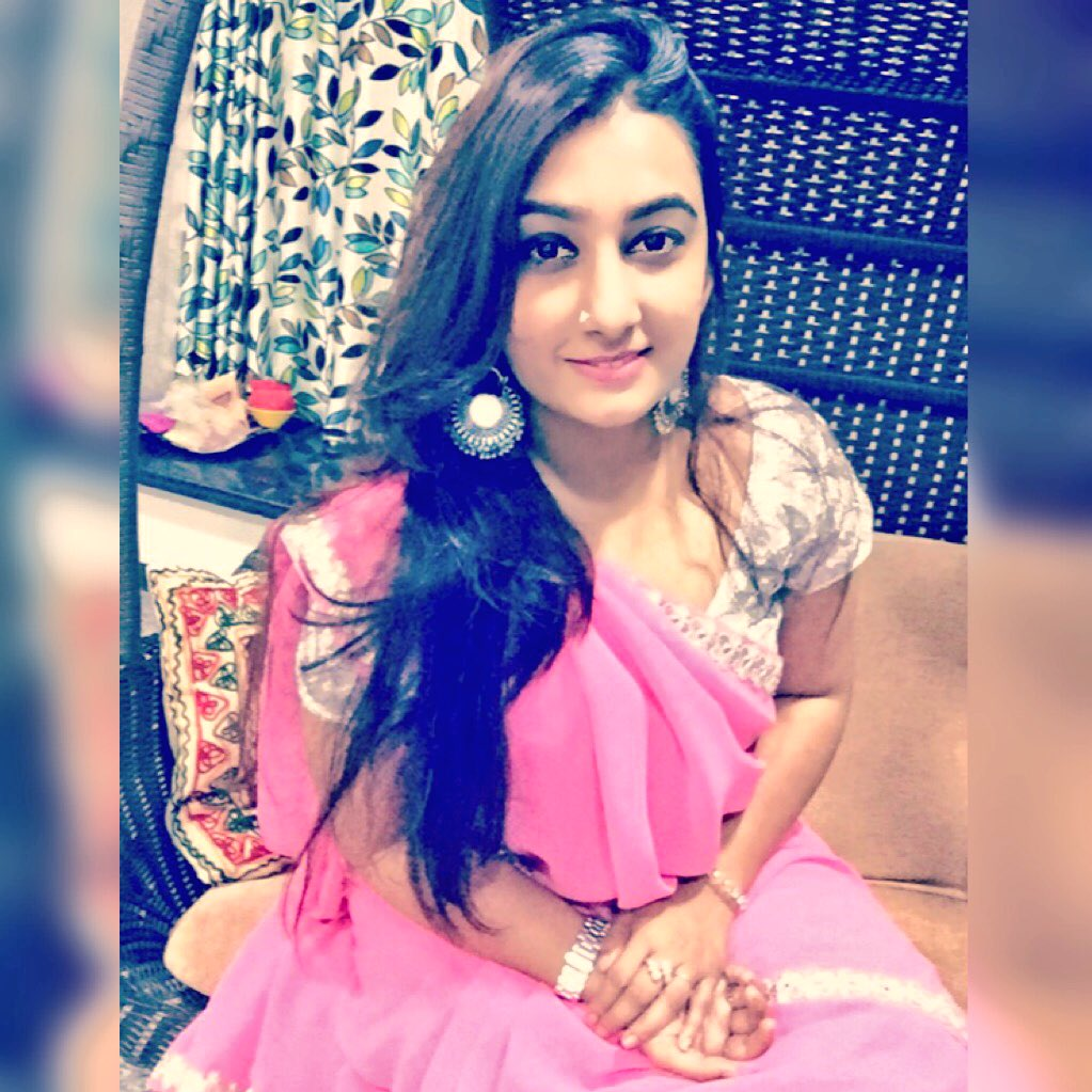 Aite who's talking about #SareeSwag here? #NewProfilePic https://t.co/R9xuHgmEPM