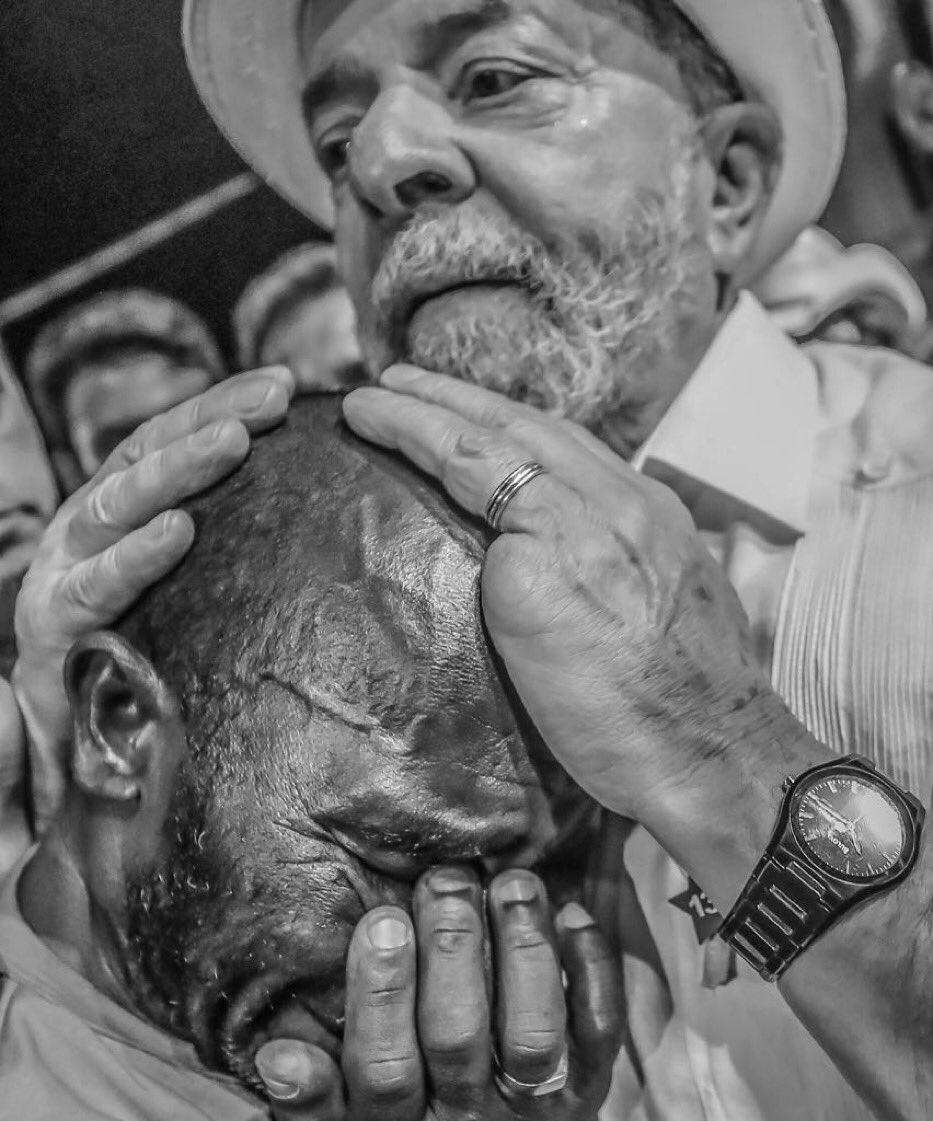 Vc ñ sabe o q é empatia, o q é considerar em cada ser humano desprezado um irmão, até conhecer @LulapeloBrasil. Sinta essa imagem com o ❤️.