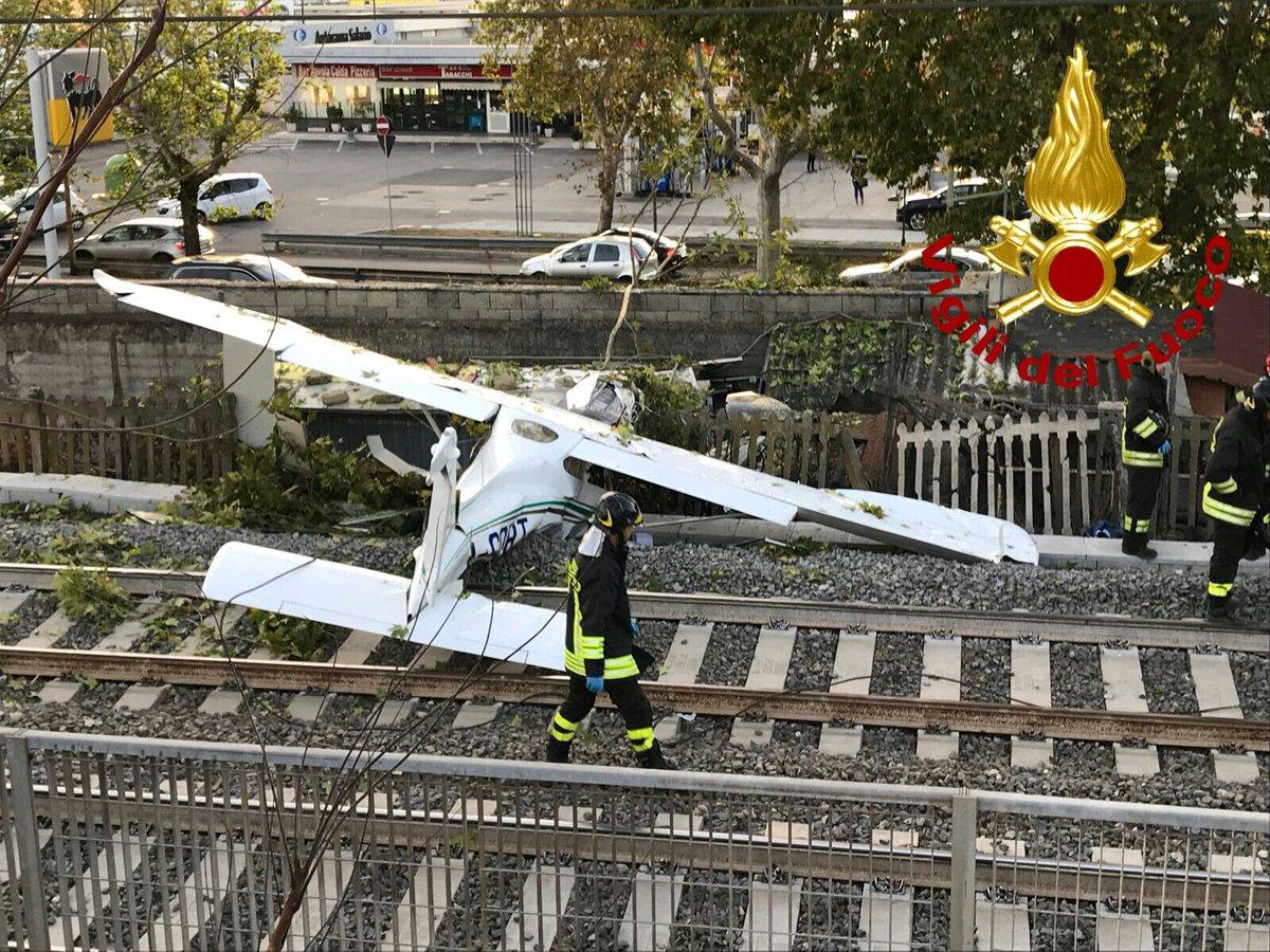 Aeroporto Dell Urbe : File roma drone show aeroporto di roma urbe eg wikipedia