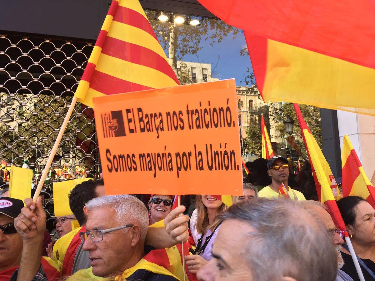 Espagne: Des centaines de milliers de Catalans défilent à Barcelone contre l'indépendance