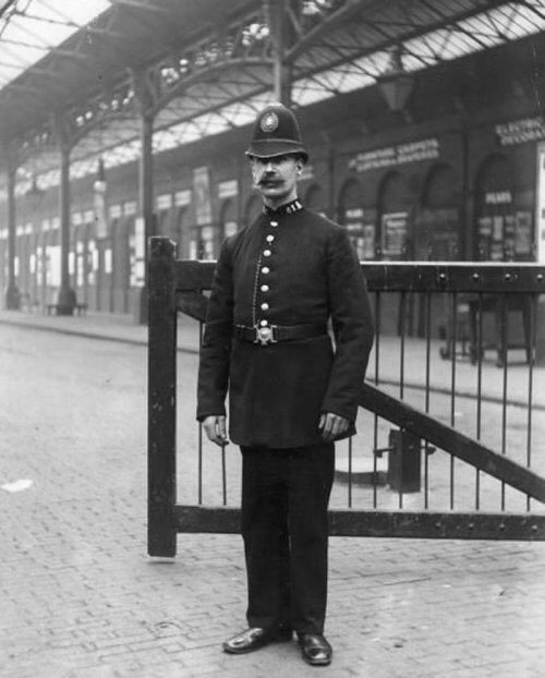 DNULLnwVAAEHFNz - Marylebone station's anniversary