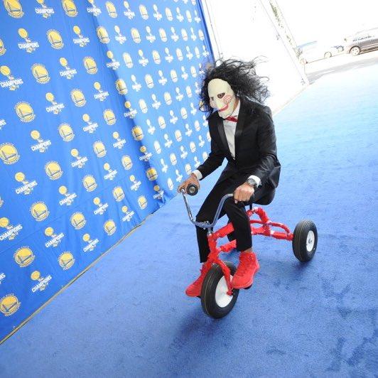 Steph's definitely got the Halloween spirit 😂🎃