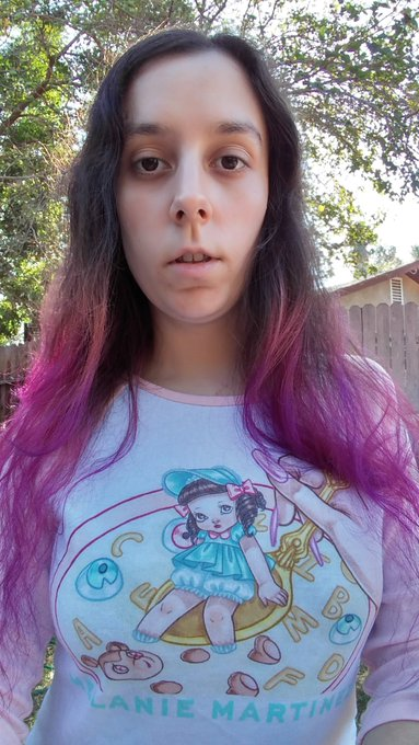 Hello bitches!!  #purplehair #goddess #weirdo  #strange #melainemartinez https://t.co/WMOE4pYe2O