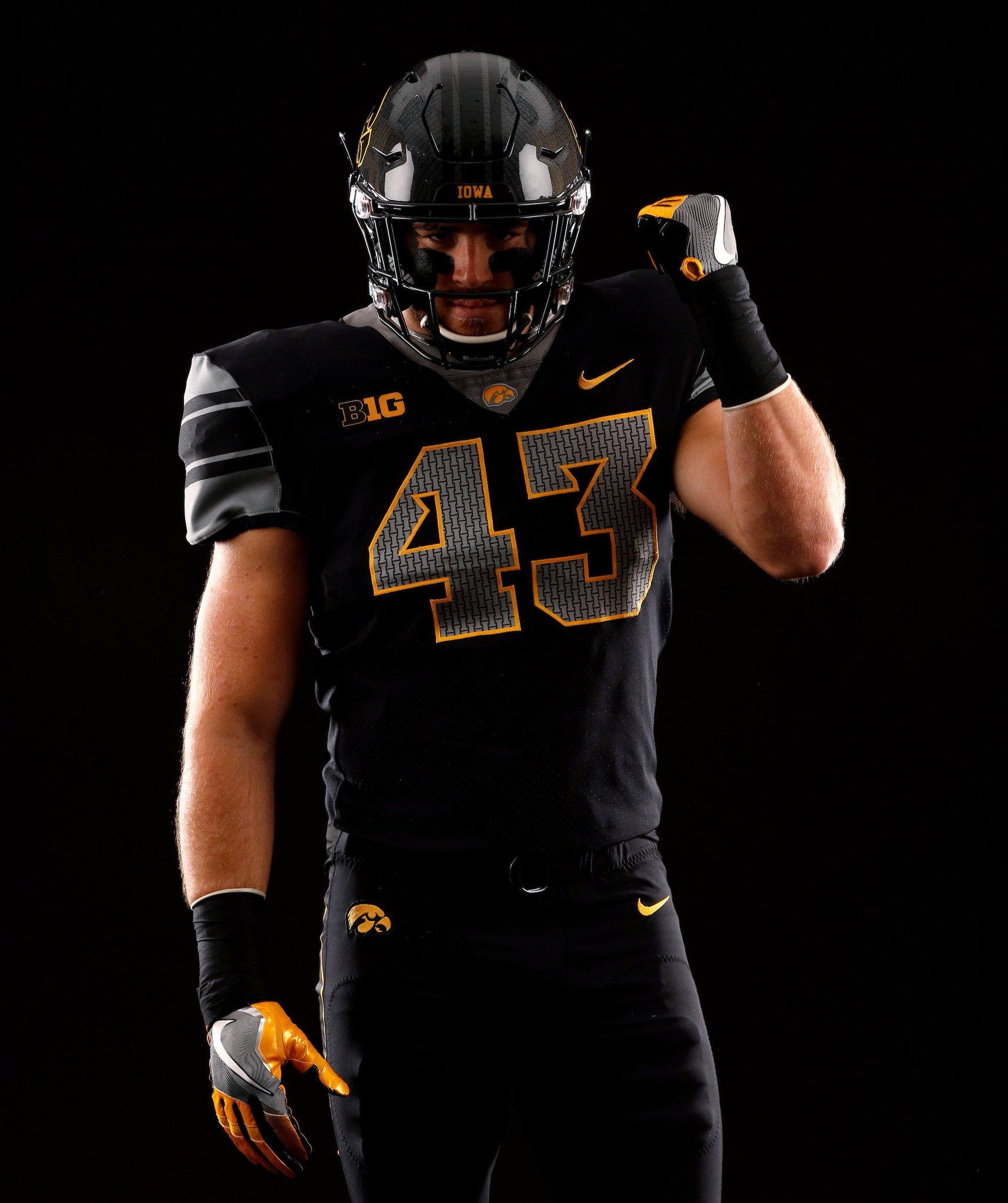 45dee41276c College Football News: Iowa will wear ...