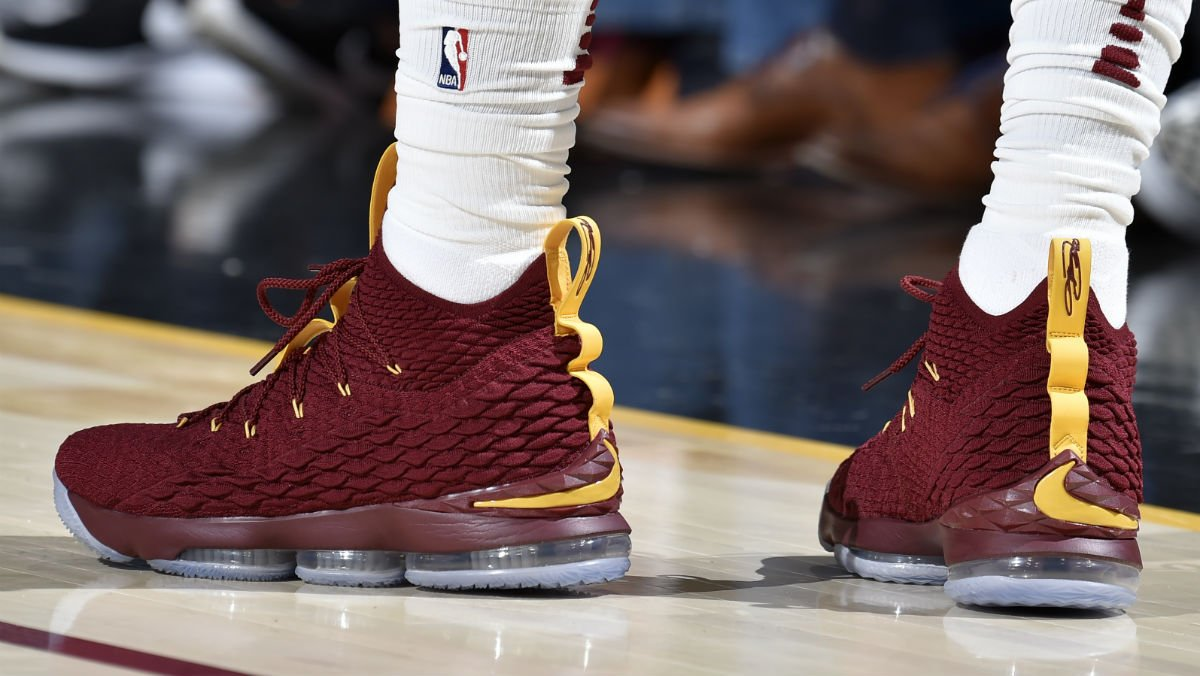 9a74434cb39  SoleWatch   KingJames wearing a new Nike LeBron 15 PE tonight.pic.twitter .com 2Fn4on2FXA