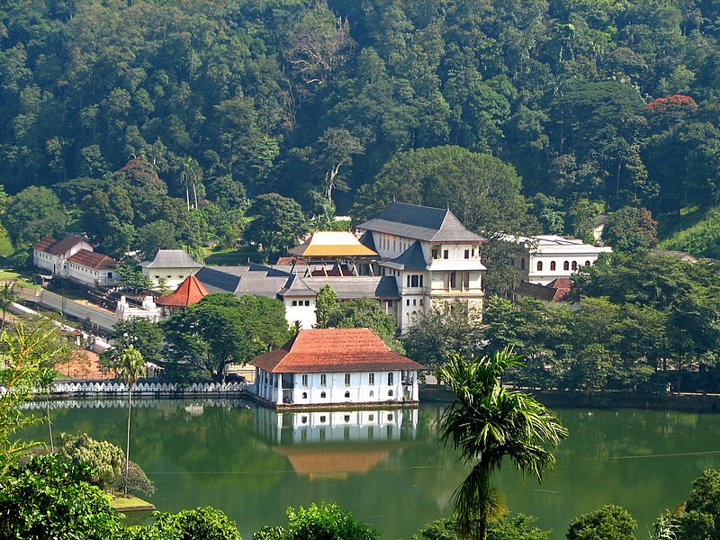 Temple of the Sacred Tooth Relic is a Buddhist temple in the city of Kandy, Sri Lanka. https://t.co/nx5RHZjlFX #SriLanka #travels https://t.co/wly4KElVQZ