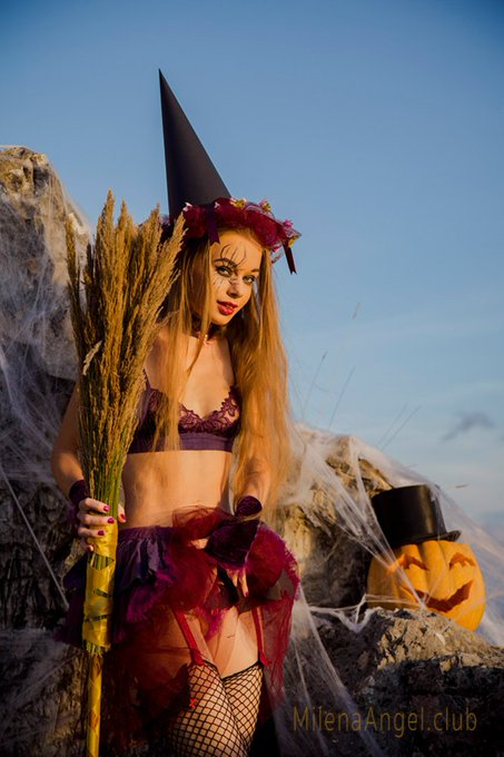 1 pic. IN few hours I will add a sexy #Halloween shot on #MilenaAngelClub, cause this is  #MilenaMonday