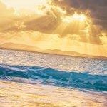 光あふれる空と海。(先週沖縄にて撮影)今日もお疲れさまでした。明日もおだやかな一日になりますように。…