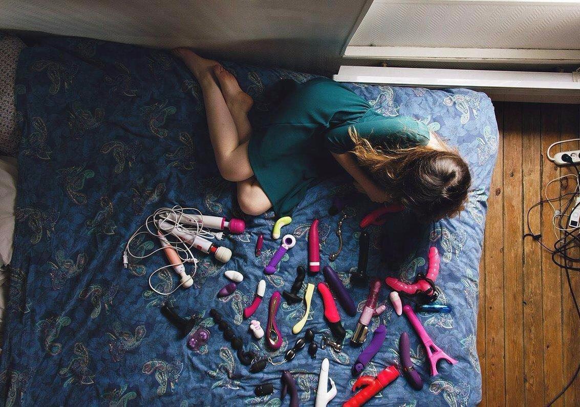 Фото разных предметов в попке, Предметы в жопе Фото голых девушек 21 фотография